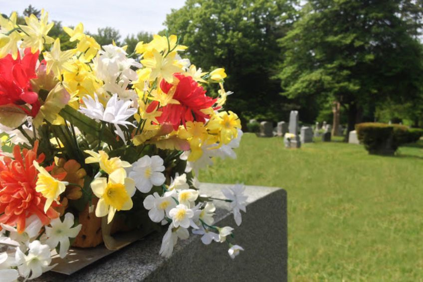 What are Some Ideas for Creating a Display at a Loved One's Grave Site?
